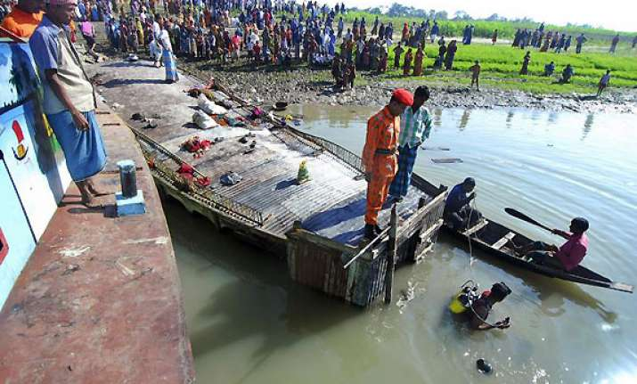 23 saved 50 missing in bangladesh boat capsize