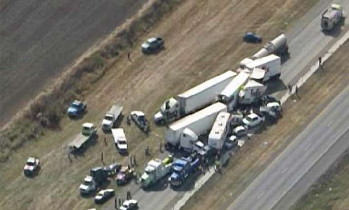 140 vehicles pileup in texas highway crash 2 dead