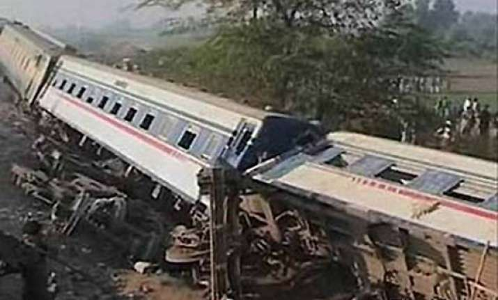 7 killed in remote control blast derailing train in pakistan