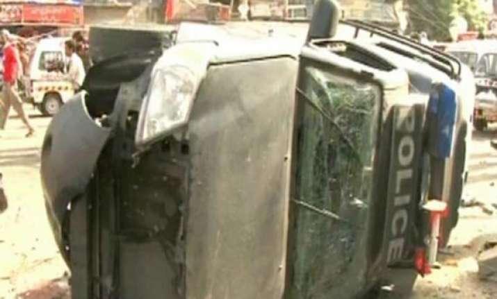 bomb targeting senior judge kills 7 in pakistan