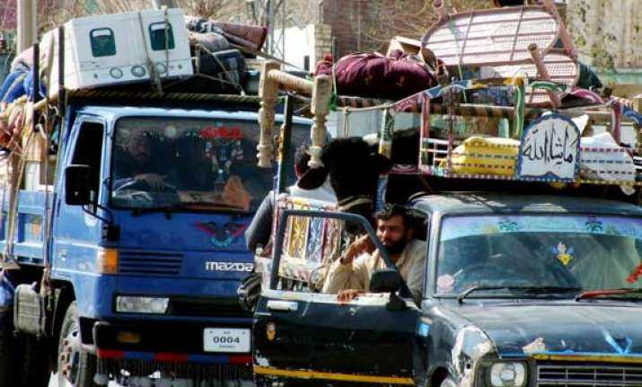 200 000 people displaced in north waziristan pakistan army