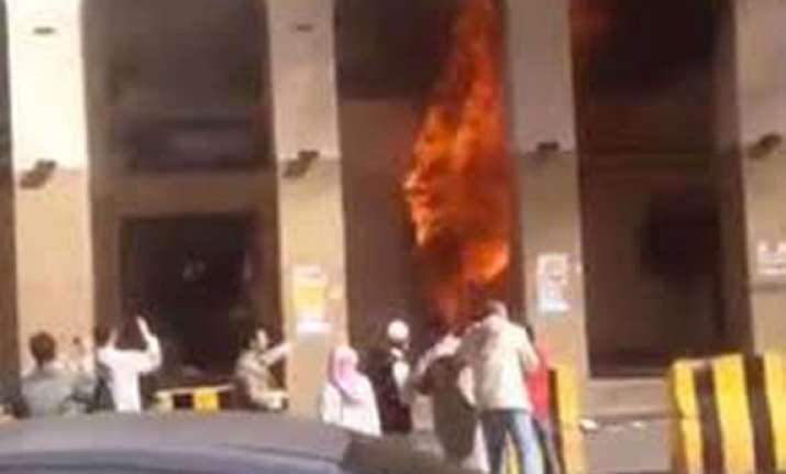 15 people killed 130 injured in saudi hotel blaze