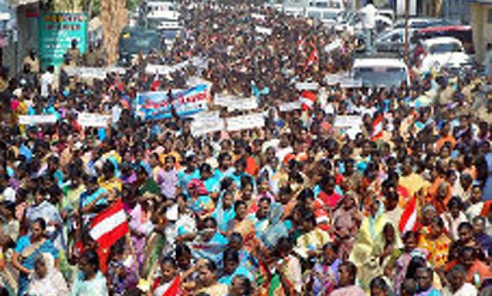 20 000 indian fishermen stage protest against sri lanka