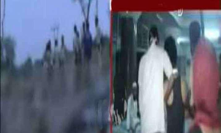 10 dead 35 injured as bus overturns near satara maharashtra