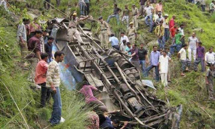 11 dead 48 injured as bus falls into gorge in himachal