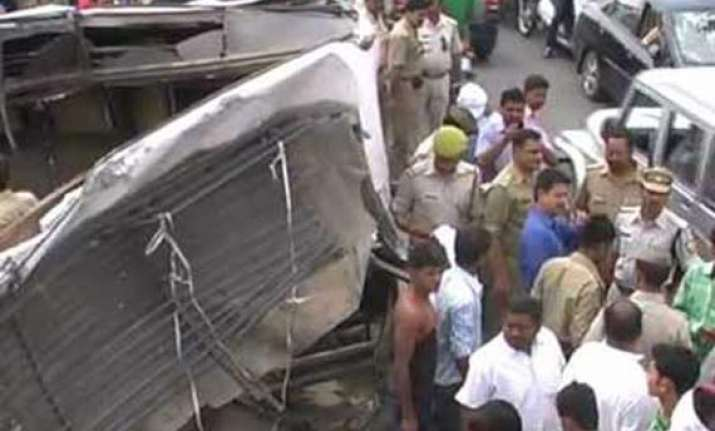 25 french tourists injured after truck hits bus in jodhpur