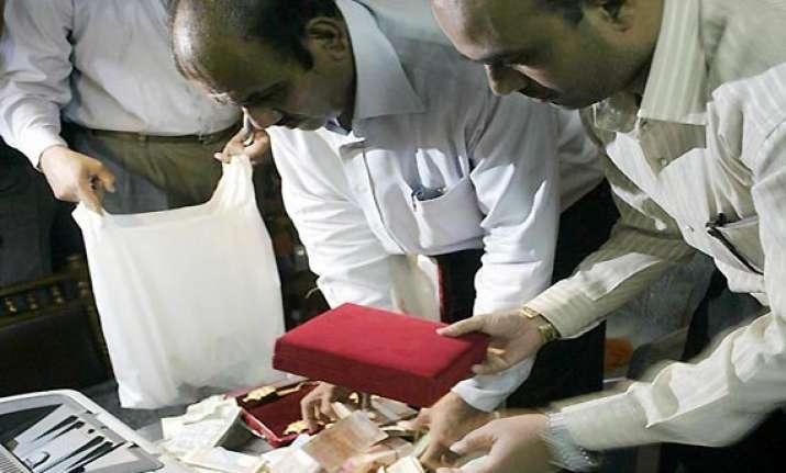 2 kg gold rs 14 lakh cash seized from asst commissioner