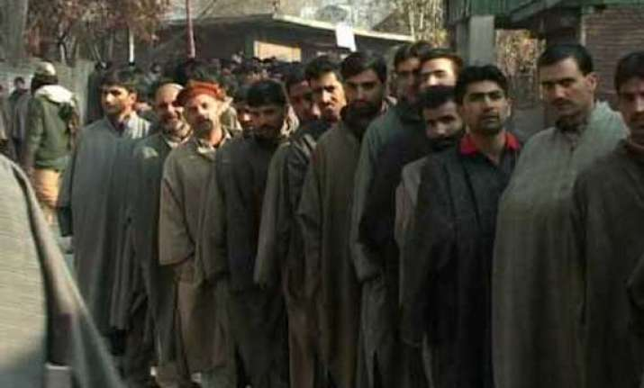 3.5 lakh first time voters in kashmir this lok sabha poll