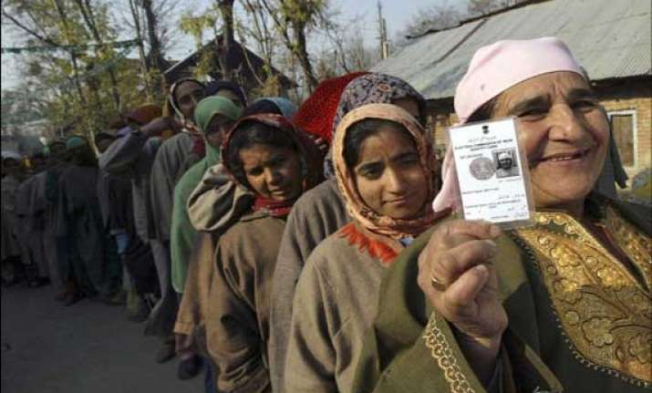 28 pc voter turnout in anantnag 24 injured in violence