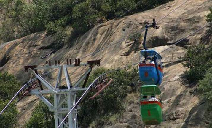 24 pilgrims trapped in two cable cars in tn rescue