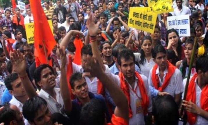 abvp activists demand scrapping of csat protest outside upsc