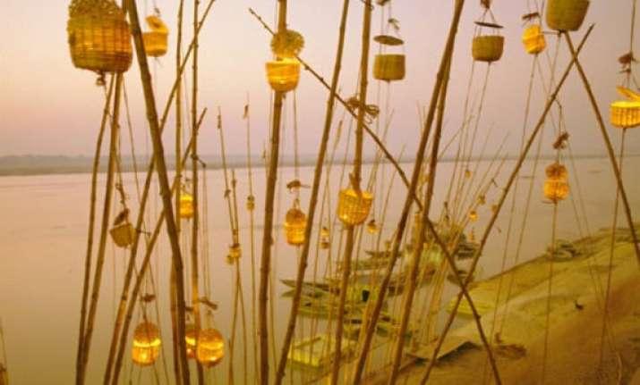 aakash deep armed forces jawans light lamps in varanasi for