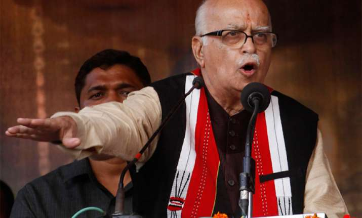 advani dares upa to issue white paper on black money