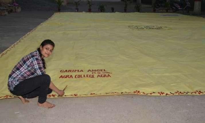 agra student makes world s biggest envelope