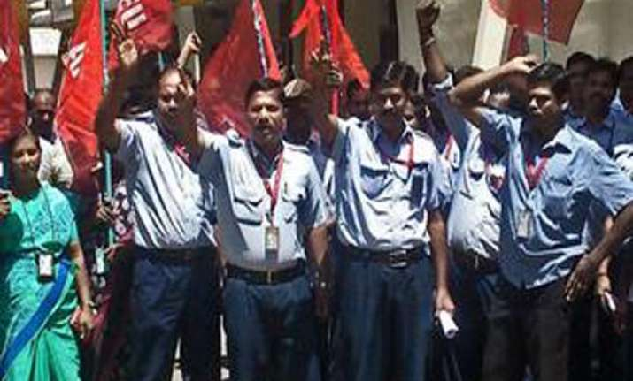 airport staff on hunger strike