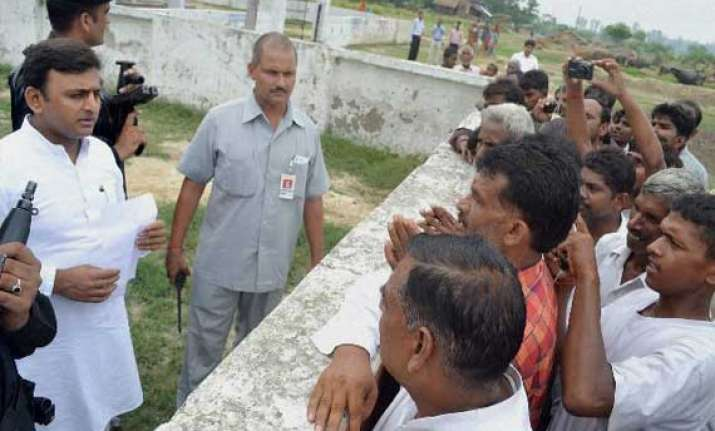 akhilesh yadav removes dm suspends 6 officials after