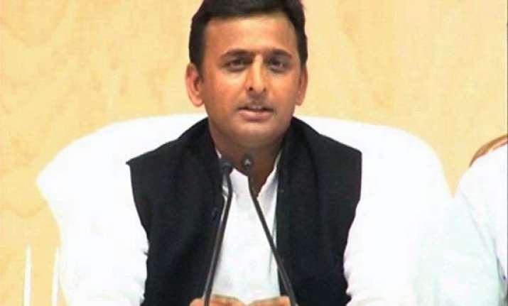 akhilesh directs officials to make up mandis world class