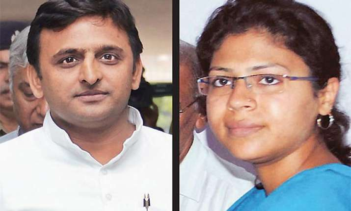akhilesh govt transferred 800 ias officers in 16 months but