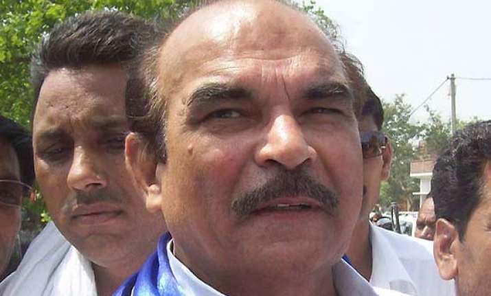 akhilesh lacks political maturity says d p yadav