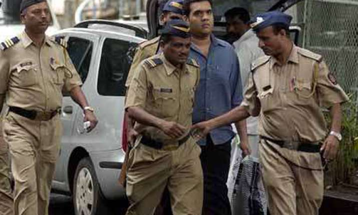 alistair pereira surrenders before mumbai court