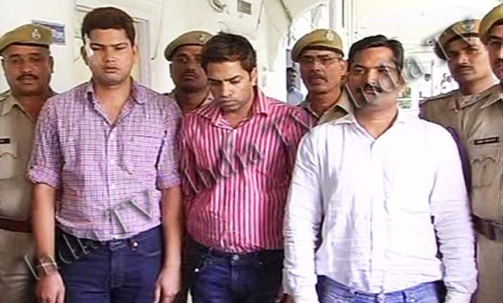 all five absconder gold sukh directors brought to rajasthan