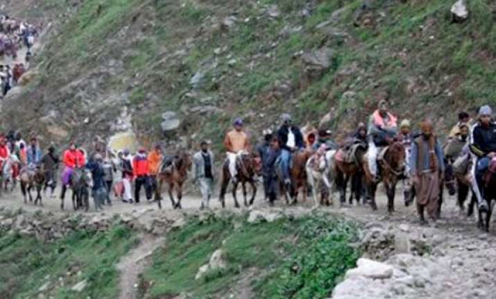 amarnath yatra begins governor offers prayers