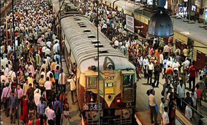 american woman attacked robbed inside mumbai local train