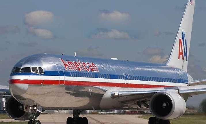 american airlines plane makes emergency landing in delhi