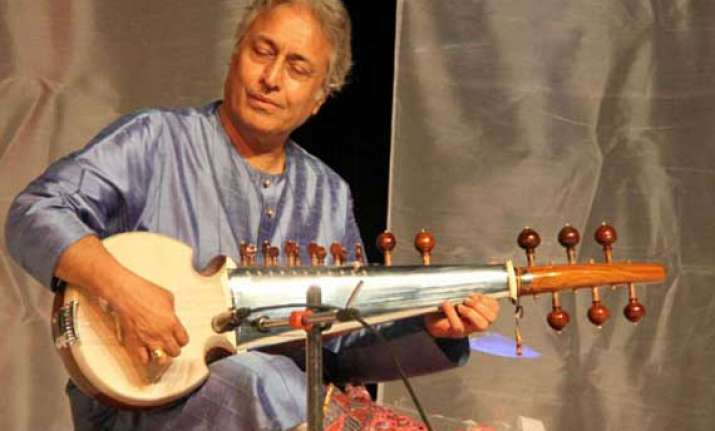 amjad ali khan gets back his sarod