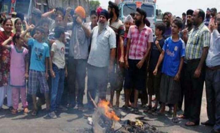 angry mob blocks jammu pathankot national highway over