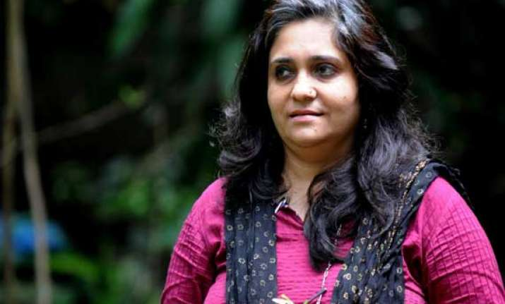 angry netizens demand revocation of teesta s padmashree for