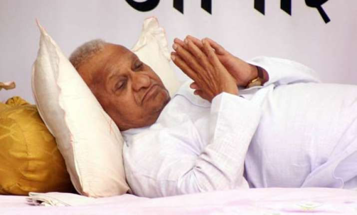 anna hazare admitted to pune hospital
