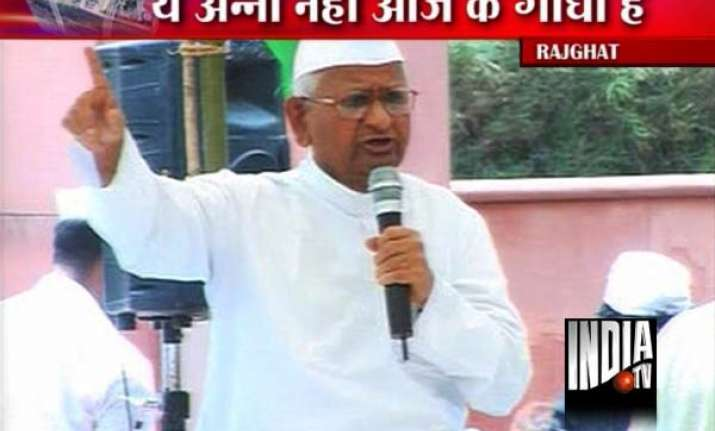 anna hazare begins fast declares police action a blot on