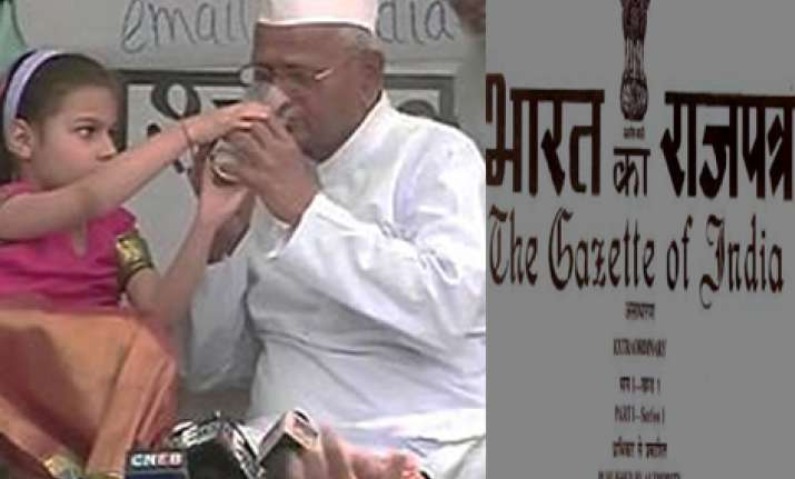 anna hazare ends 98 hour fast gazette notification issued