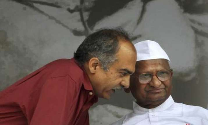 anna hazare dissociates himself from prashant bhushan s
