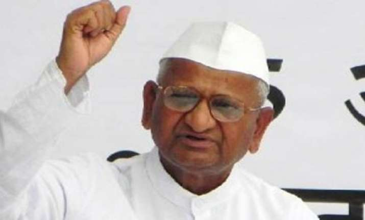 anna hazare gives call tear burn copies of govt lokpal bill