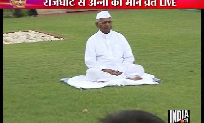 hazare visits rajghat takes police by surprise