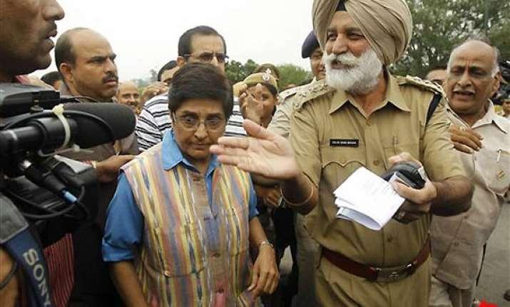 anna hazare not on fast unto death says kiran bedi