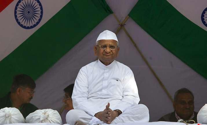 anna hazare threatened with hiv needles fir lodged