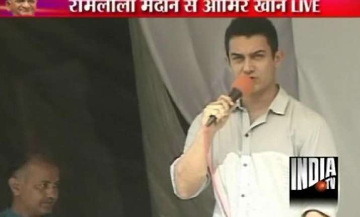 anna is the real hero i am not aamir khan tells his