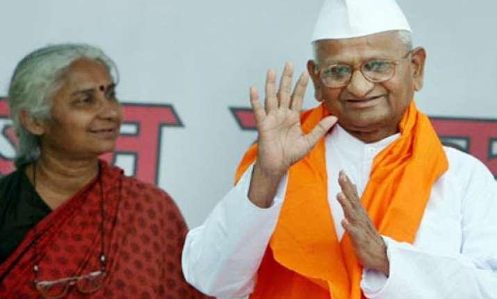 anna praising modi unacceptable says medha patkar