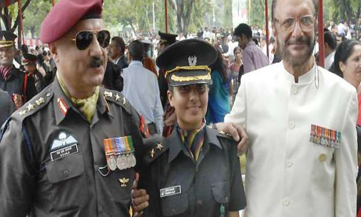 army to get first woman adc to a commander