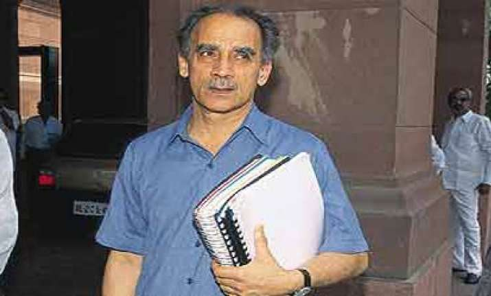 shourie blames maran during questioning by cbi