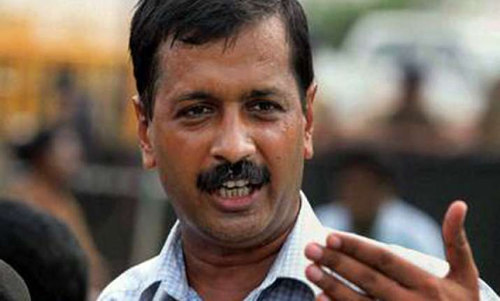 arvind kejriwal to take loan to settle rs 9.27 lakh i t dues