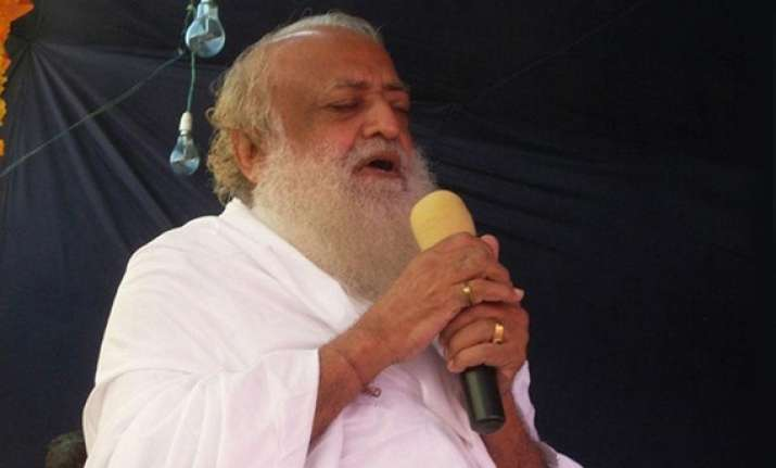asaram bapu throws prasad at devotee hits him in the eye