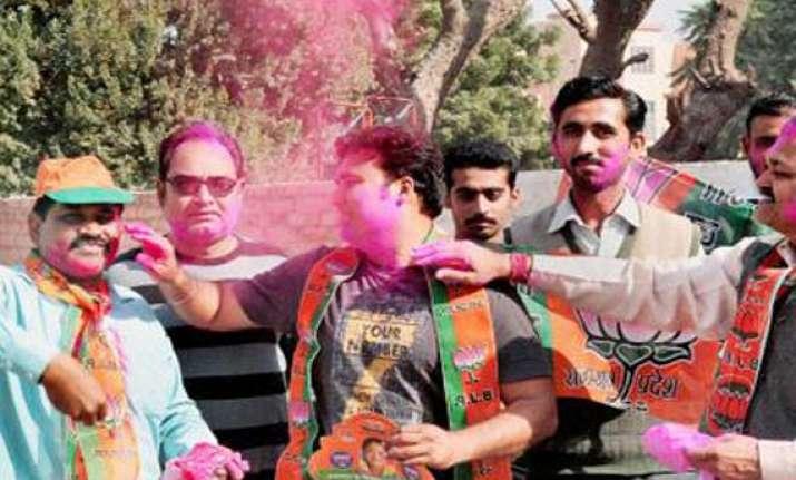 bjp defeats cong in tight contest in south delhi mayor polls