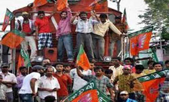 bjp workers disrupt train services in bihar