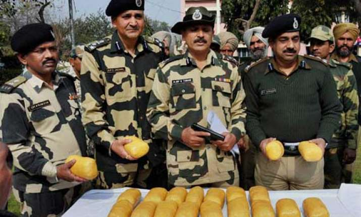 bsf recovers heroin worth rs 135 crore near indo pak border
