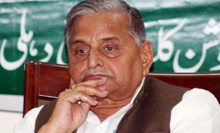 bsp congress have a secret pact says mulayam