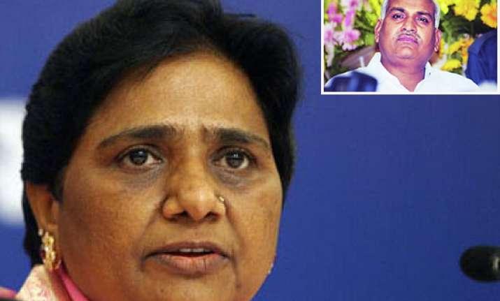 bsp expels ex minister kushwaha blames him for cmo killings